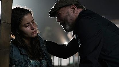 Mercedes Mason (Ofelia Salazar) e Rubén Blades (Daniel Salazar) na 3ª temporada de Fear The Walking Dead