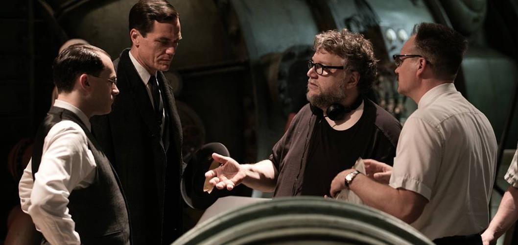 """David Hewlett, Michael Shannon, Michael Stuhlbarg, e Guillermo del Toro nos bastidores de """"A Forma na Água"""""""