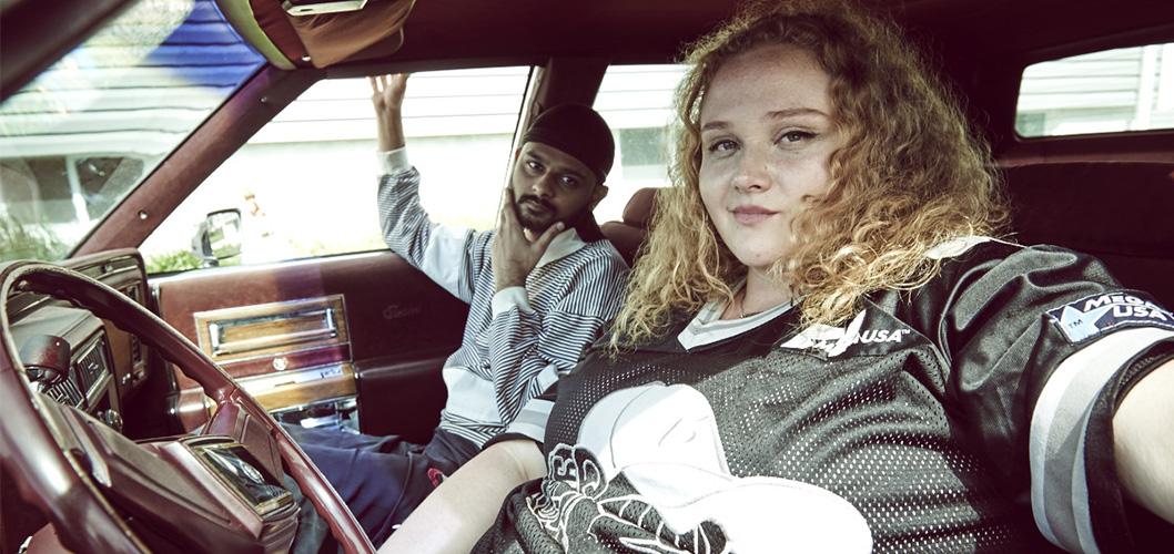 Danielle Macdonald e Siddharth Dhananjay no filme Patti Cake$