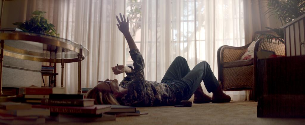 Julianne Moore na primeira imagem do filme Gloria