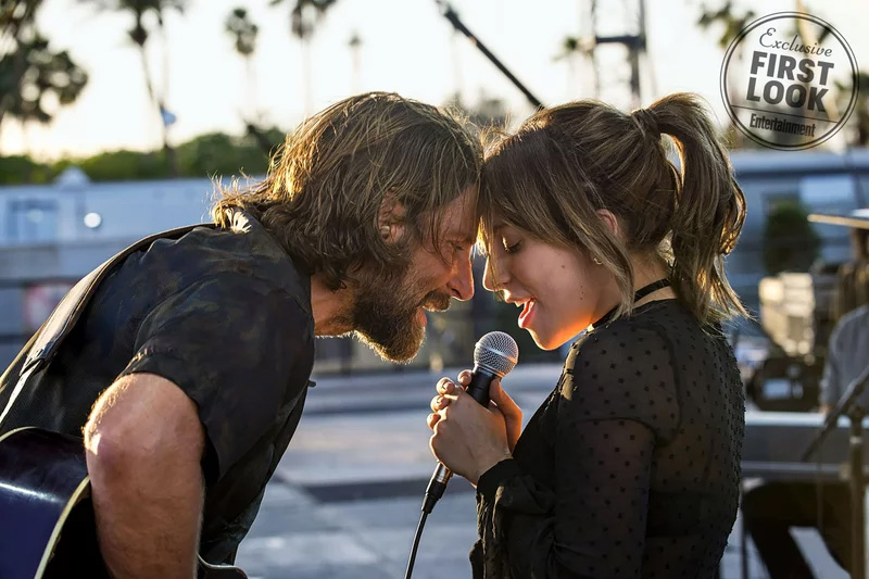 Bradley Cooper e Lady Gaga em imagem de A Star is Born