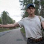 """Tom Holland como Arvin em cena do filme """"O Diabo de Cada Dia"""" lançado pela Netflix"""